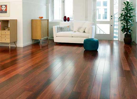 Vynilové podlahy nahrazují PVC podlahy hlavně díky jejich ceně a odolnosti.